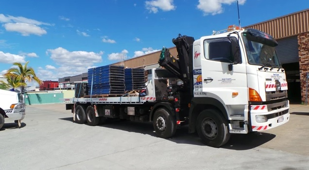 16 tonne tilt tray / crane truck
