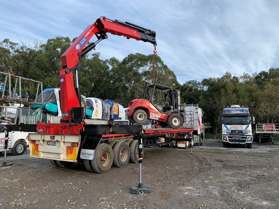 Crane Truck Hire Service for Machinery
