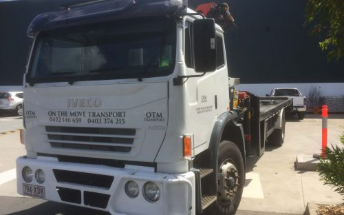 8 tonne crane truck for hire with 7 meter reach crane and 7 meter tray