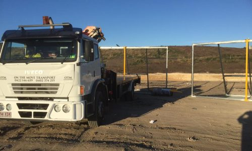litter fence delivery with 8 tonne crane truck to yatala for the council1