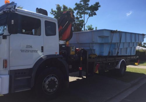 pool delivery with crane truck to karragarra island (1)