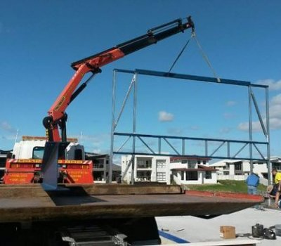 Craning steel frame into position with our 12 tonne crane truck on th Gold Coast